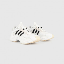 Кроссовки Adidas Magmur Runner W FTWWHT/CBLACK/GRETWO